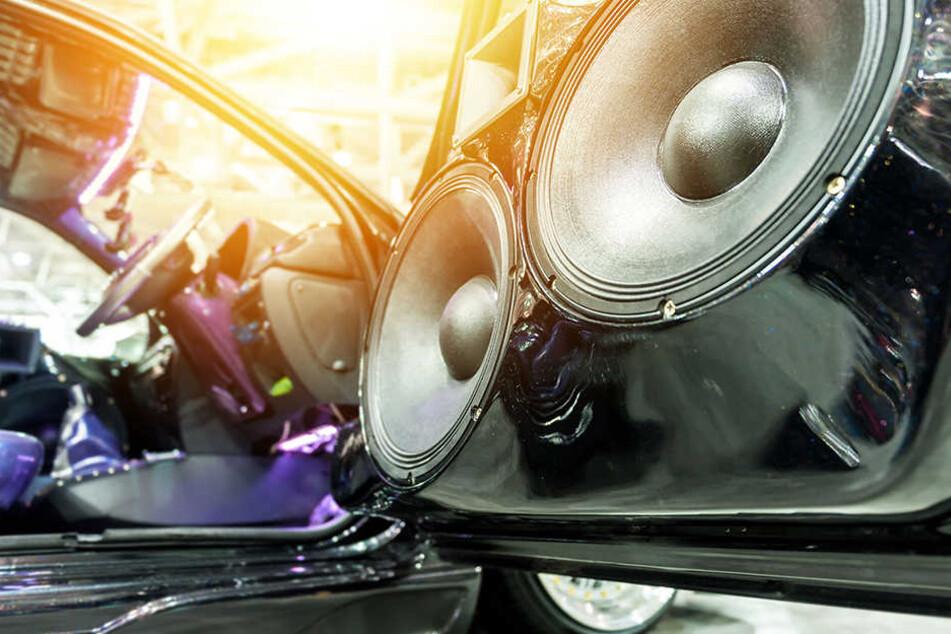 Er drehte die Lautsprecher seines Autos voll auf - und sollte das mit dem Leben bezahlen. (Symbolbild)