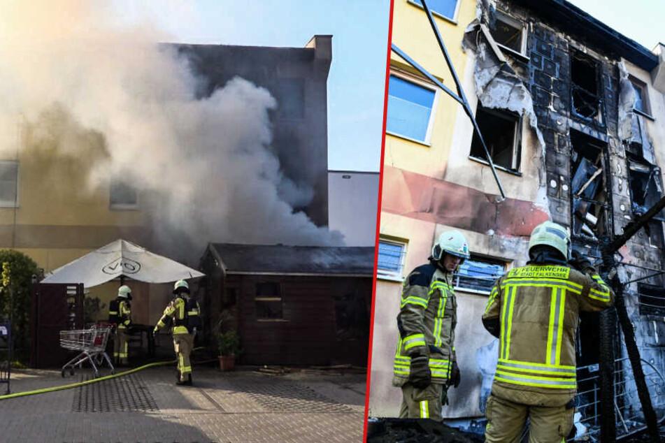 Das Haus brannte total aus. Der Schaden beläuft sich auf über 100.000 Euro, wie die Feuerwehr mitteilt. (Bildmontage)