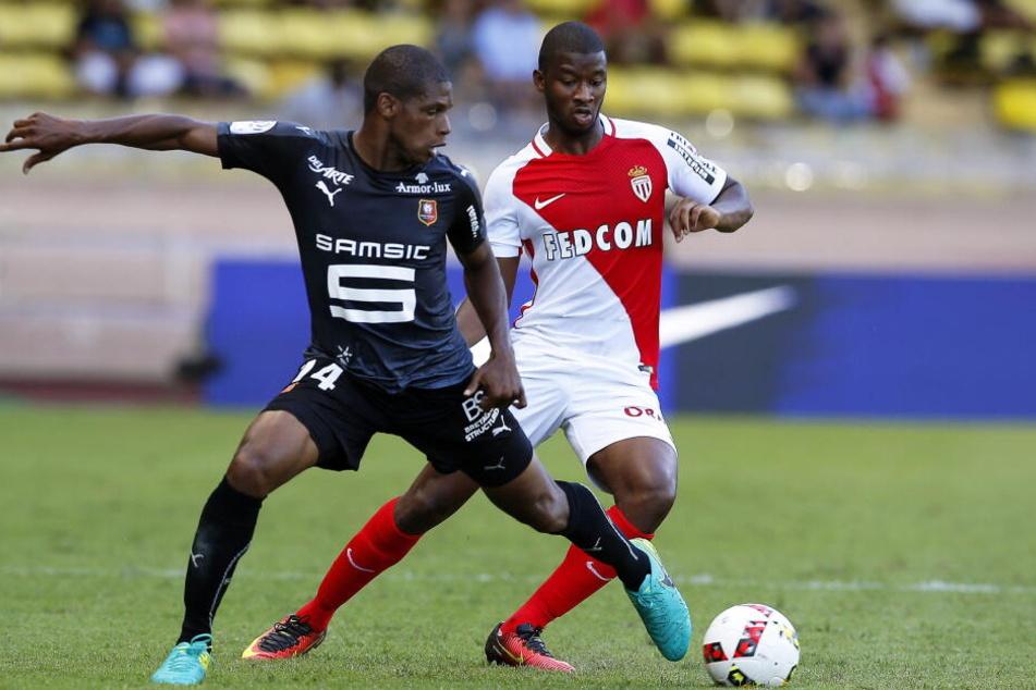 Im Sommer könnte Rechtsverteidiger Almamy Touré (Re.) ablösefrei von der AS Monaco zur Eintracht wechseln.