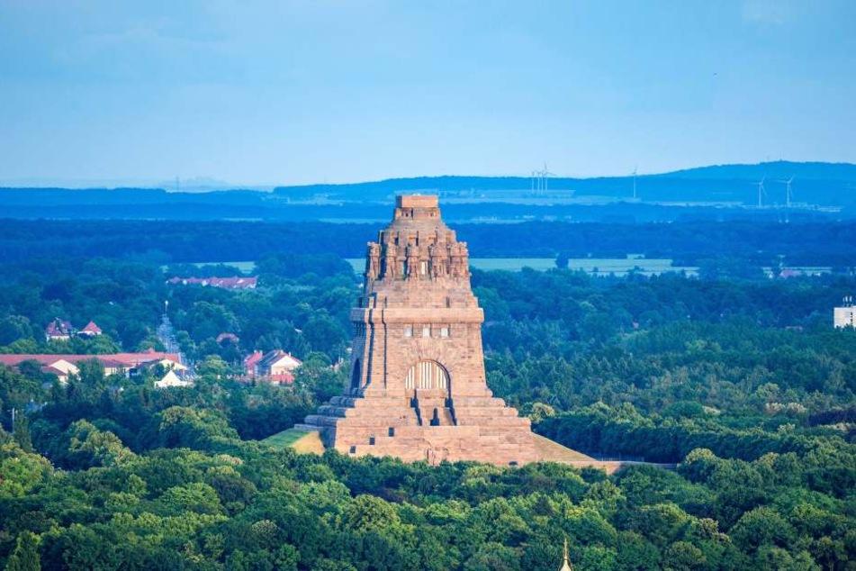 Nicht nur das Völkerschlachtdenkmal zieht Touristen an, gehört aber zu den Hauptsehenswürdigkeiten von Leipzig.