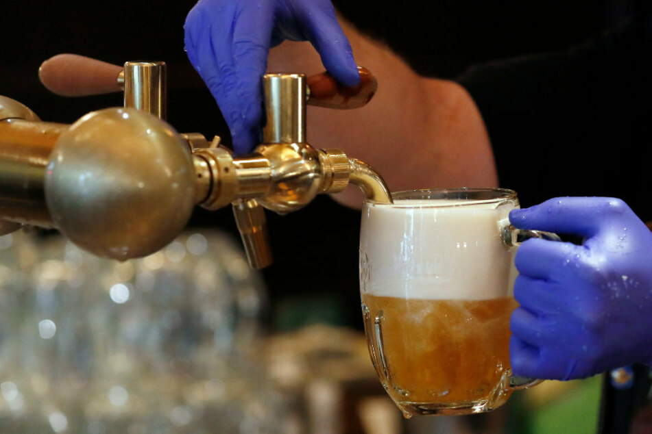 Barkeeper verrät, warum er Rechten immer rauswirft