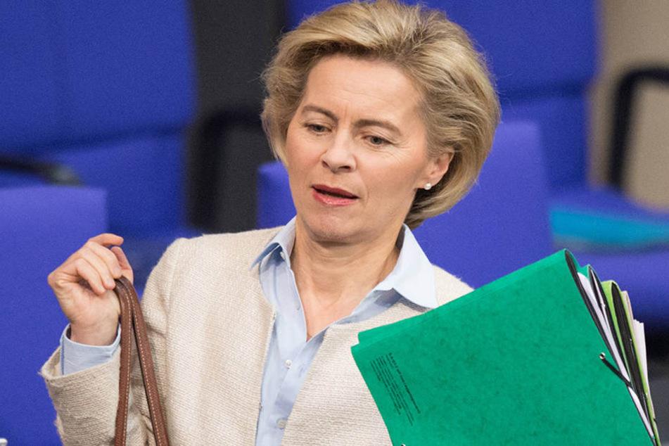 Verteidigungsministerin Ursula von der Leyen (58).