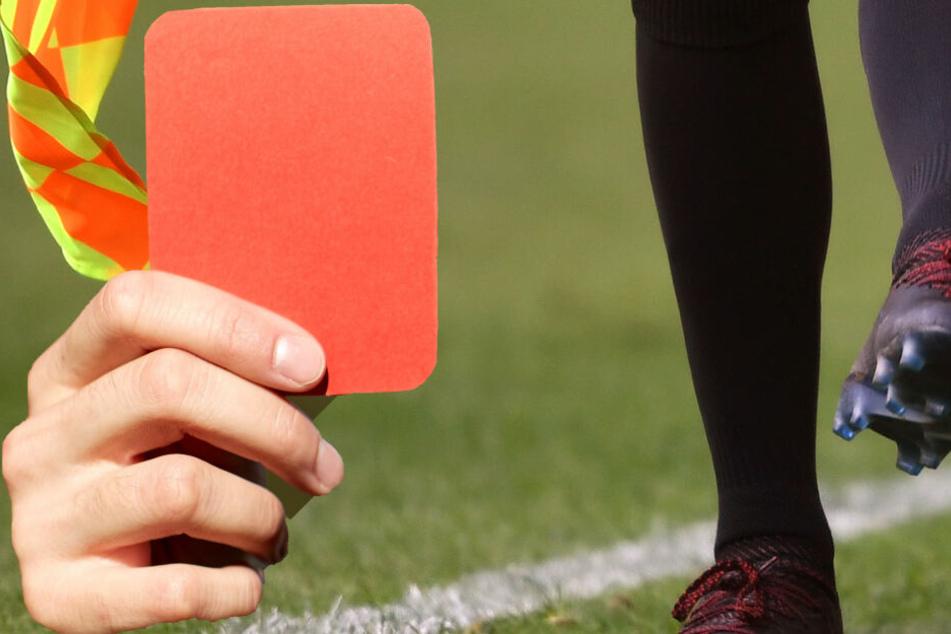 Erneute Gewalt im Amateur-Fußball: Linienrichter bekommt nach Platzverweis Faustschlag ins Gesicht