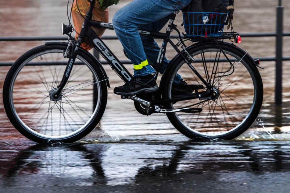 Er schleckte den Sattel des Fahrrads der Frau von vorn bis hinten ab. (Symbolbild)