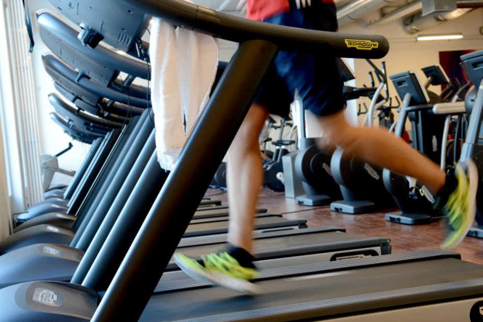 Durch Fitnesstraining sollen Arbeitslose Selbstbewusstsein für die Jobsuche bekommen. (Symbolbild)