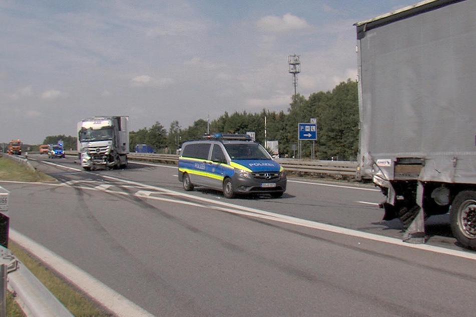 Auf der A72 auf Höhe des Parkplatzes Niedercrinitz sind zwei Laster kollidiert.
