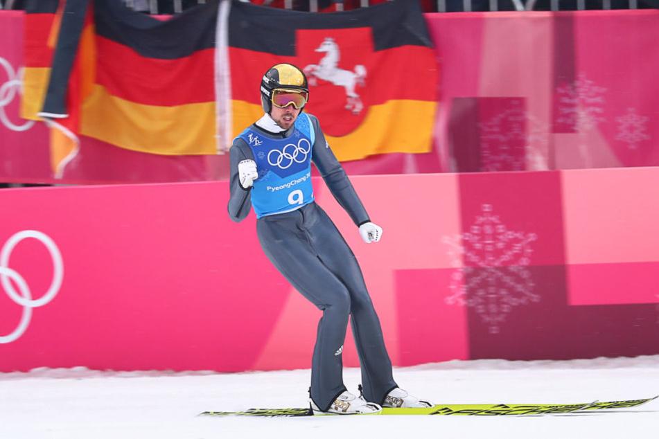 Johannes Rydzek freute sich nach seinem Sprung.