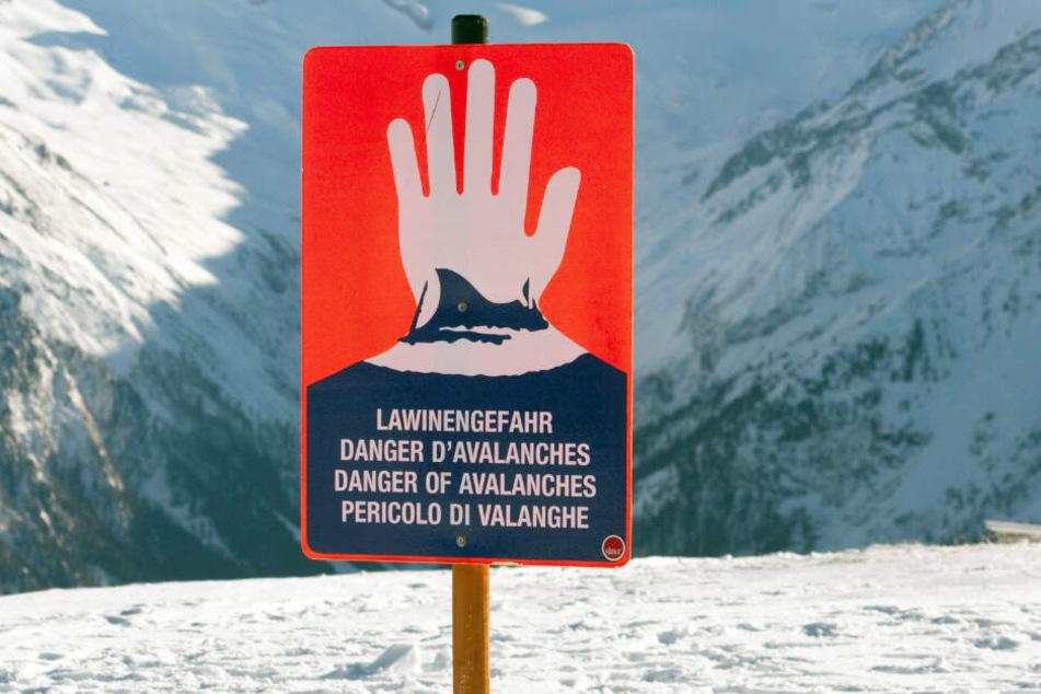 In den Schneegebieten herrscht weiterhin eine hohe Lawinengefahr. (Symbolbild)