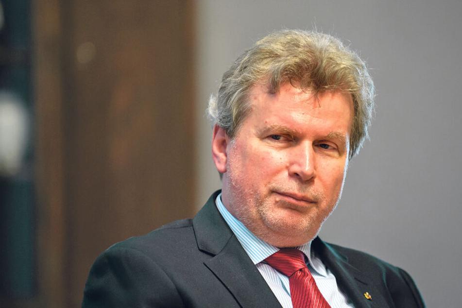 Kunstdetektiv Willi Korte (65) hält die Belohnung für lächerlich.