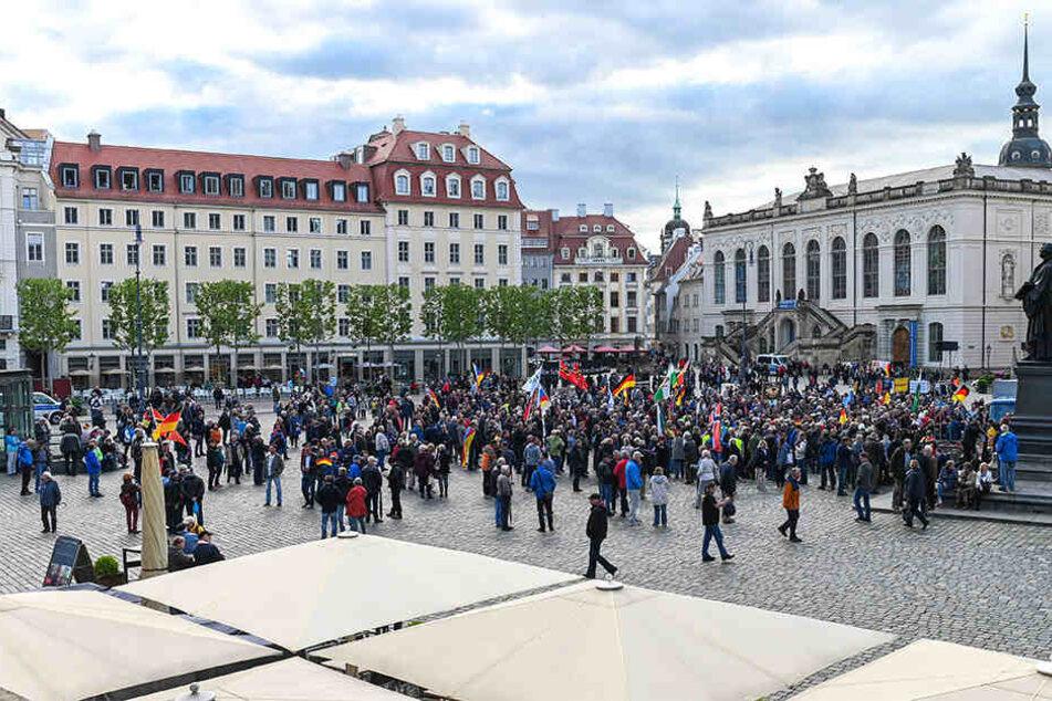 PEGIDA hatte sich am Montag auf dem Dresdner Neumarkt versammelt.