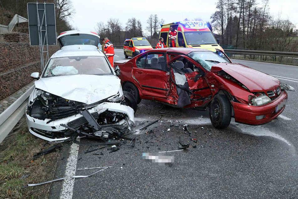Beide Fahrer mussten ins Krankenhaus.