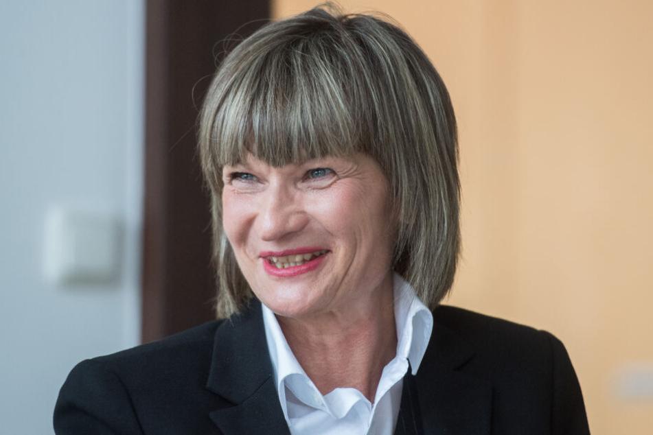 Hintereinanderweg: Den Namen ihrer Oberbürgermeisterin Barbara Ludwig (57, SPD) kürzen Chemnitzer auf ein dreisilbiges Wort.