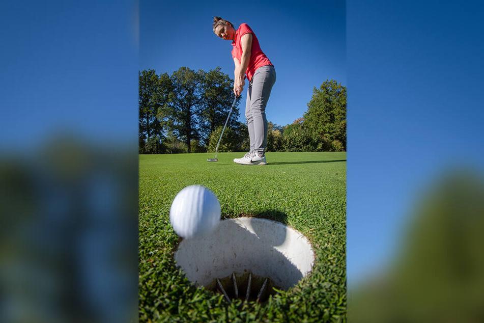 Ein außergewöhnliches Hobby für eine Studentin: Nadine Klose (23) spielt in ihrer Freizeit Golf.