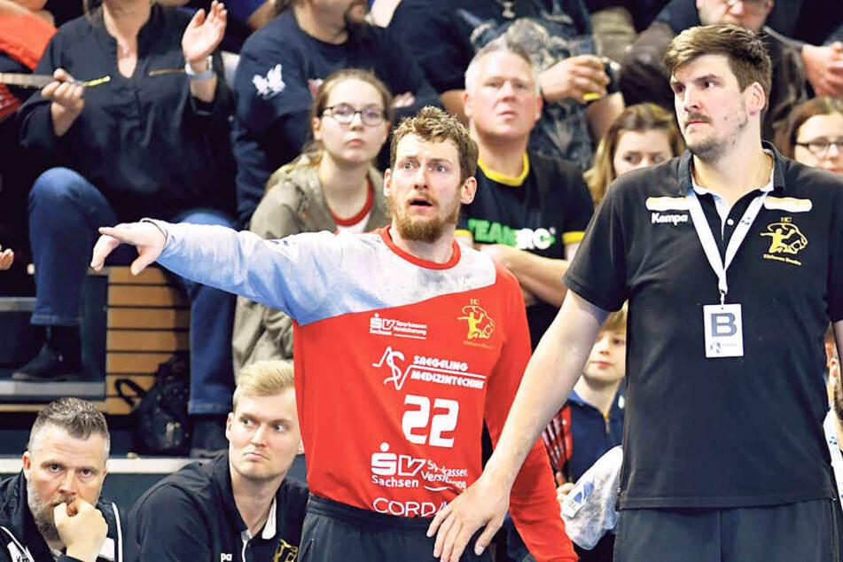 HCE-Coach Rico Göde (r.) und Torhüter Mario Huhnstock wissen, dass es gegen Emsdetten nicht einfach wird.