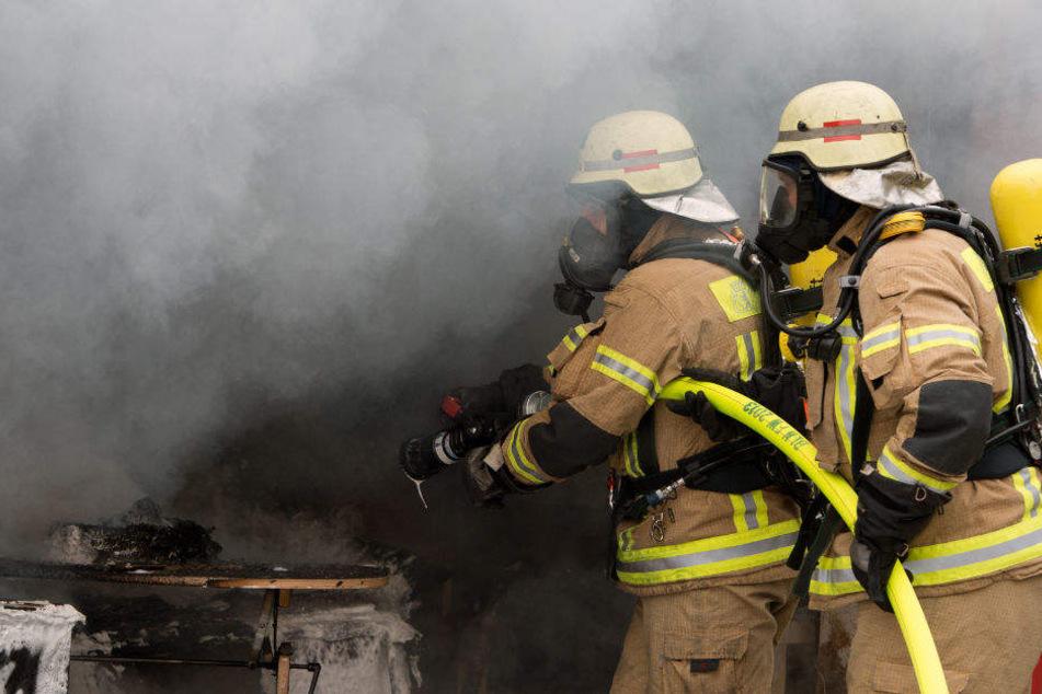 Ein Brand hat ein Löschfahrzeug der Berliner Feuerwache Spandau-Nord beschädigt. (Symbolbild)