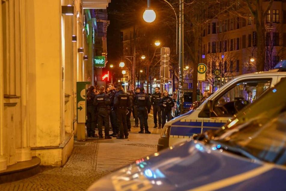 Am Samstagabend kam es zu einer heftigen Auseinandersetzung auf dem Hasselbachplatz in Magdeburg.