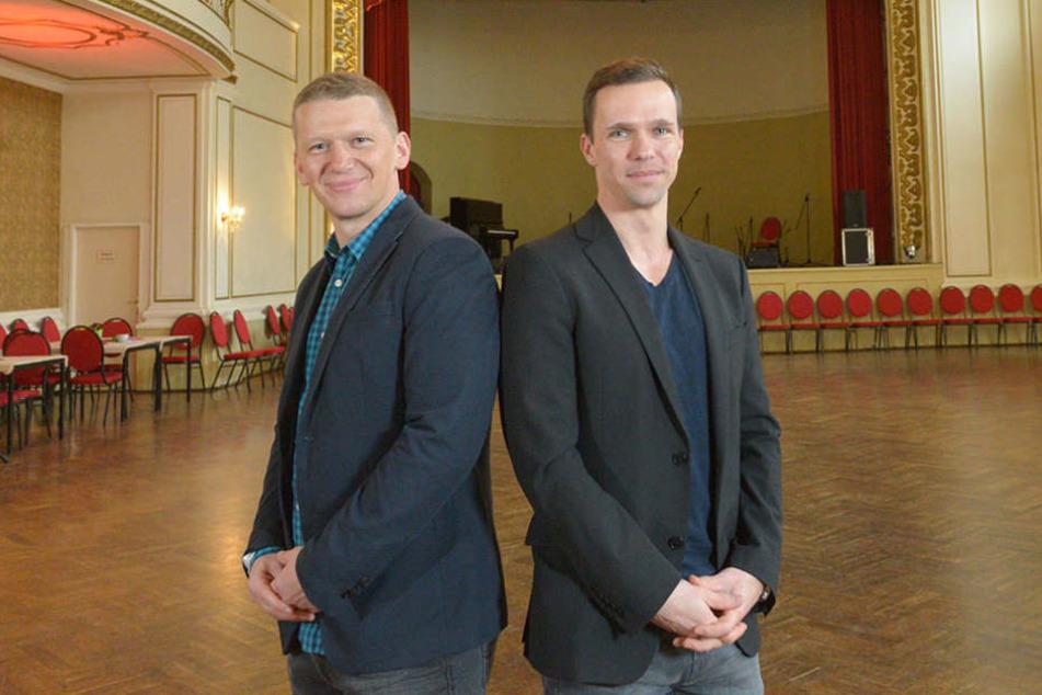 Betreiber Thomas Röpke (36, rechts) mit Jens Hewald (44), dem neuen Inhaber des  Dresdner Parkotels.