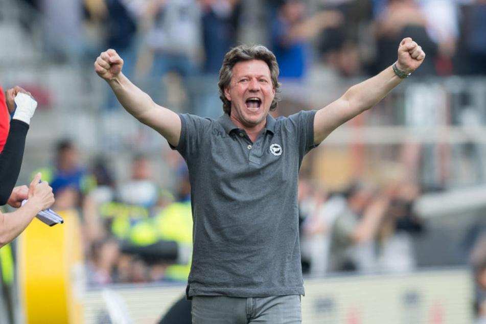 Der 6:0-Erfolg gegen Eintracht Braunschweig machte den Weg frei zum Klassenerhalt.