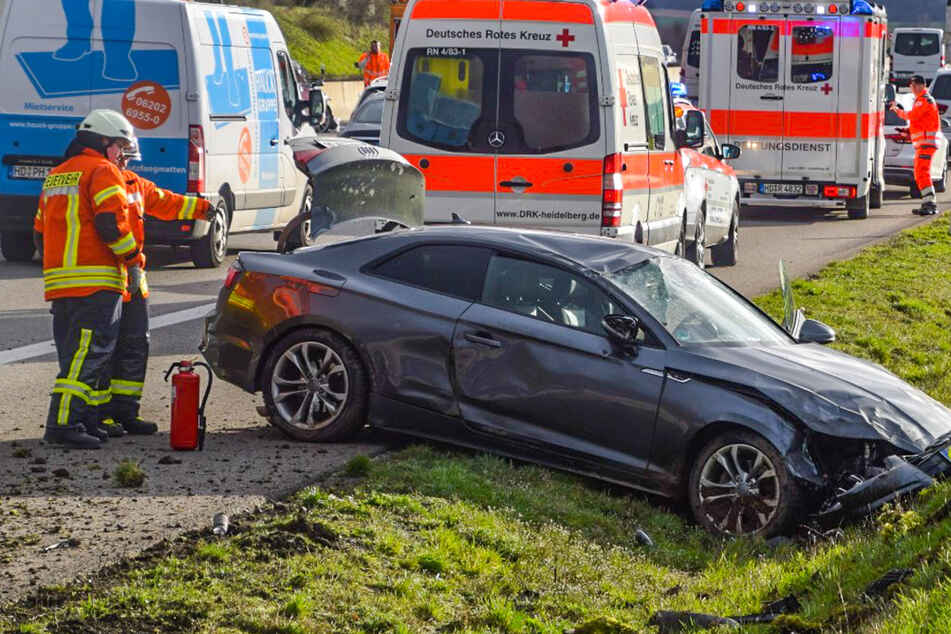 Sportwagen-Fahrer überschlägt sich nach Crash auf der A6