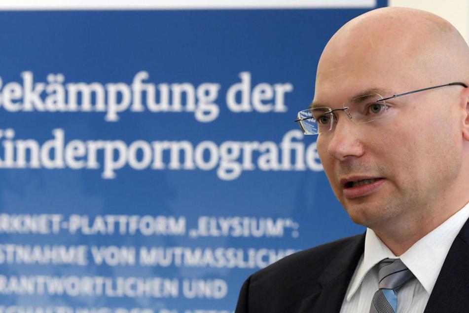 Oberstaatsanwalt Georg Ungefuk sprach am Freitag bei einer PK über die Festnahmen.