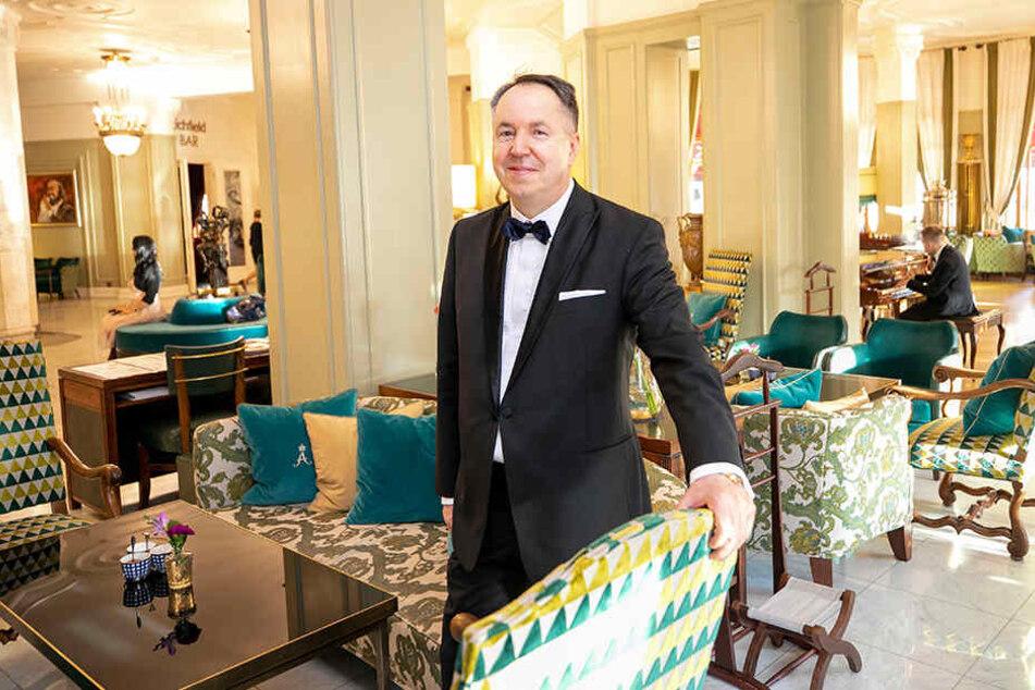 """Ex-Kempi-Chef Gerold Held (60) zeigt stolz sein neues Reich: das 5-Sterne-Hotel """"Astoria"""" im Herzen von St. Petersburg."""
