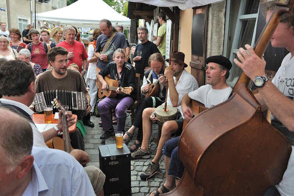 Das Inselfest hat musikalisch viel zu bieten. Es wurde nach der Flut 2002, als Laubegast zu einer Insel wurde, so benannt.