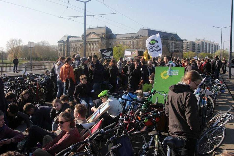 Protest auf der Carolabrücke.