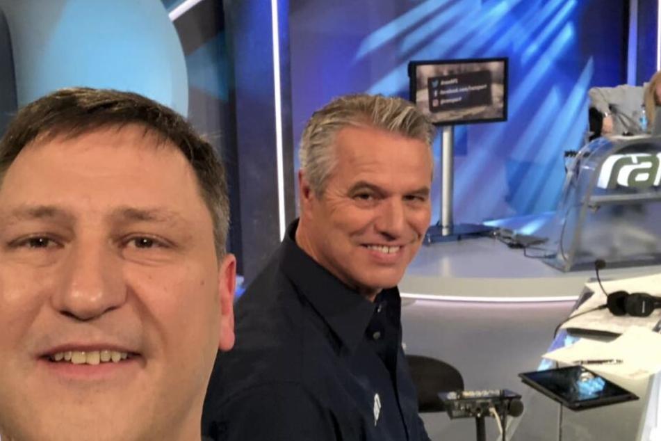 """Nach Football süchtig: Experte Roman Motzkus (l.), Moderator Jan Stecker (m.) und Netman Christoph """"Icke"""" Dommisch (r.)."""