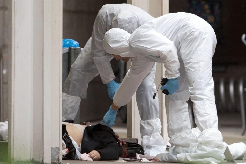 Vor ihrer Wohnung attackierte der Mann seine Ex-Freundin. (Symbolbild)