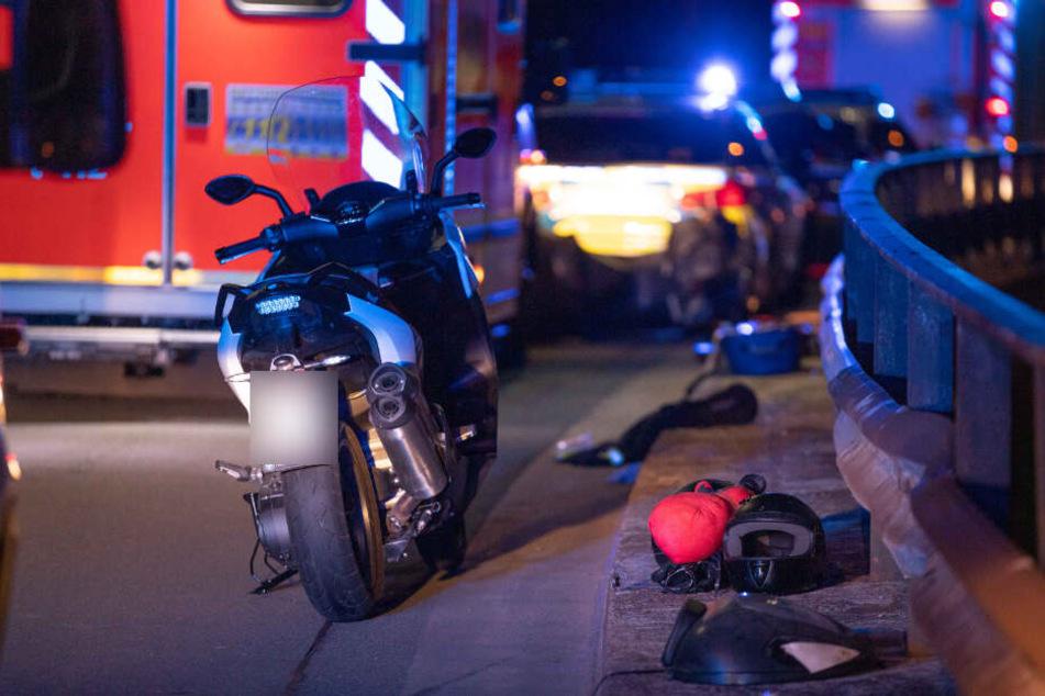 Eine der beiden schwer verletzten Personen wurde in ein Krankenhaus gebracht, die andere verstarb noch an der Unfallstelle.