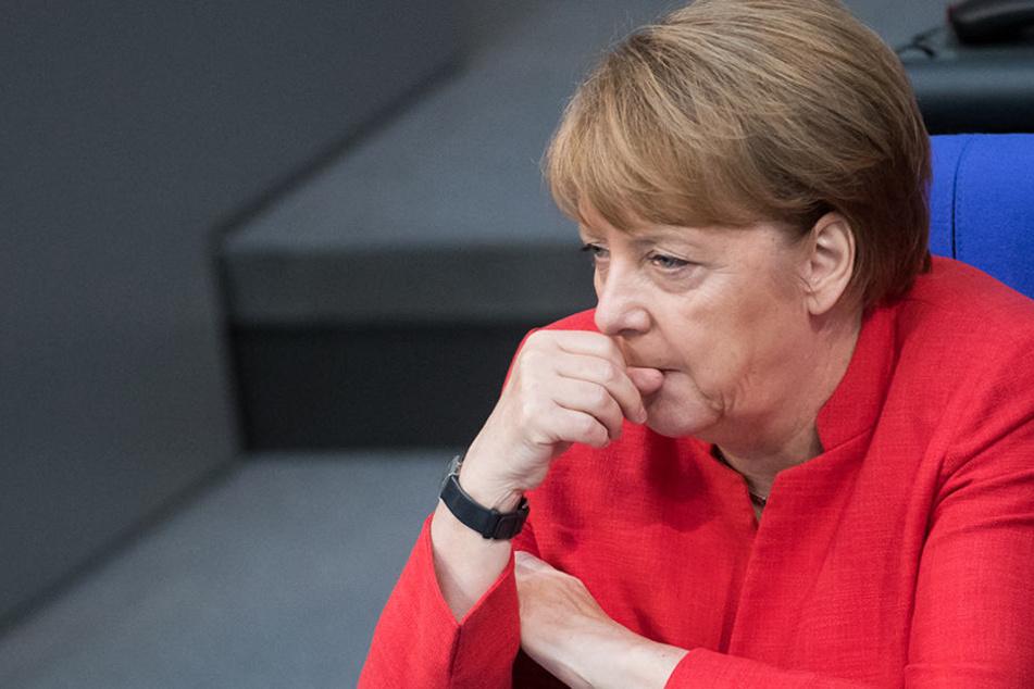 """Kanzlerin Angela Merkel (63, CDU) in der ARD: 15 Minuten """"Farbe bekennen""""."""