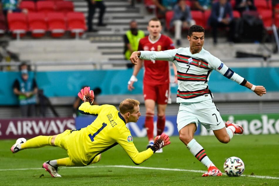 Der 3:0-Schlusspunkt: Ronaldo schiebt die Kugel vorbei an Gulacsi.