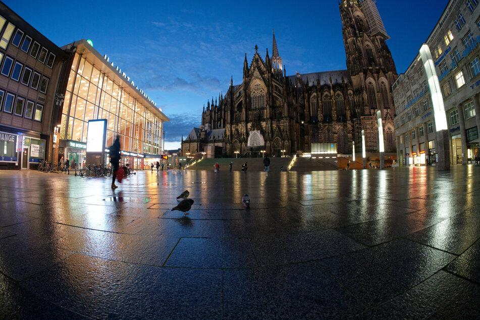 NRW: Laschet schließt längeren Lockdown nicht aus