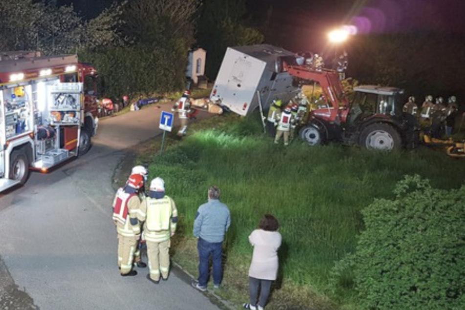 Köln: Heikler Einsatz: Pferdetransporter droht mit Gaul in den Graben zu stürzen