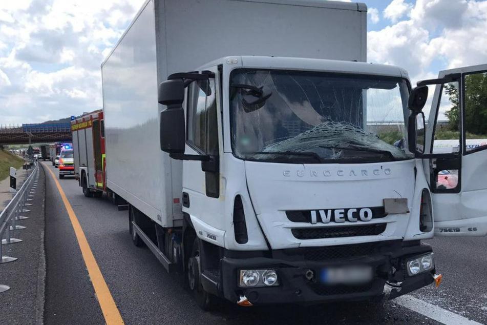Schwerer Lkw-Unfall auf A6: Ein Fahrer schwer verletzt