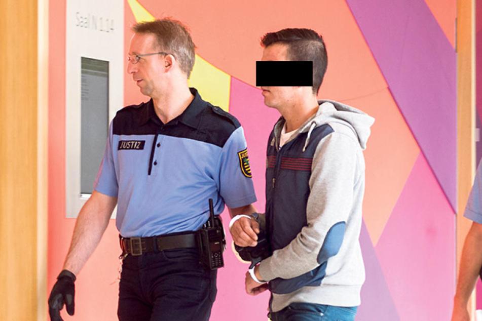 Mahmoud A. (22) bestreitet die angeklagten Übergriffe auf Frauen.