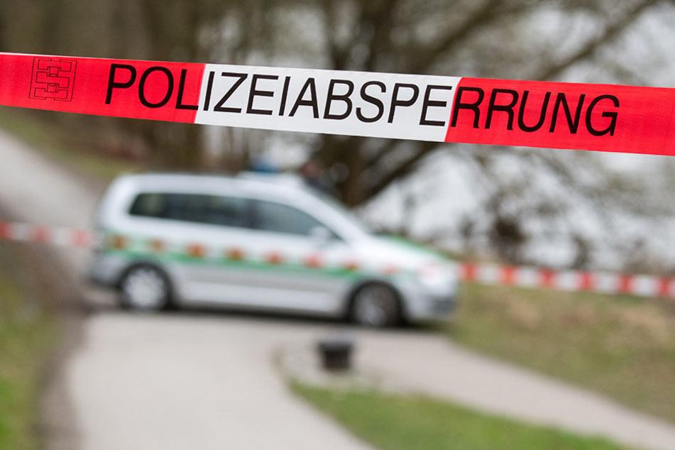 Beamte befinden sich gerade am Tatort. (Symbolbild)