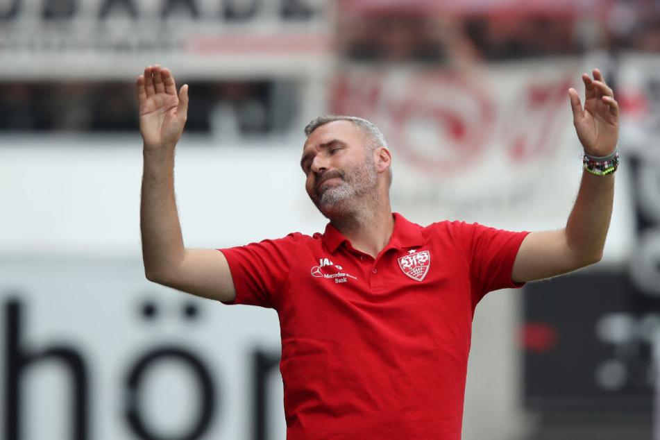 Beim Remis gegen den 1. FC Heidenheim: VfB-Trainer Tim Walter ärgert sich an der Seitenlinie.