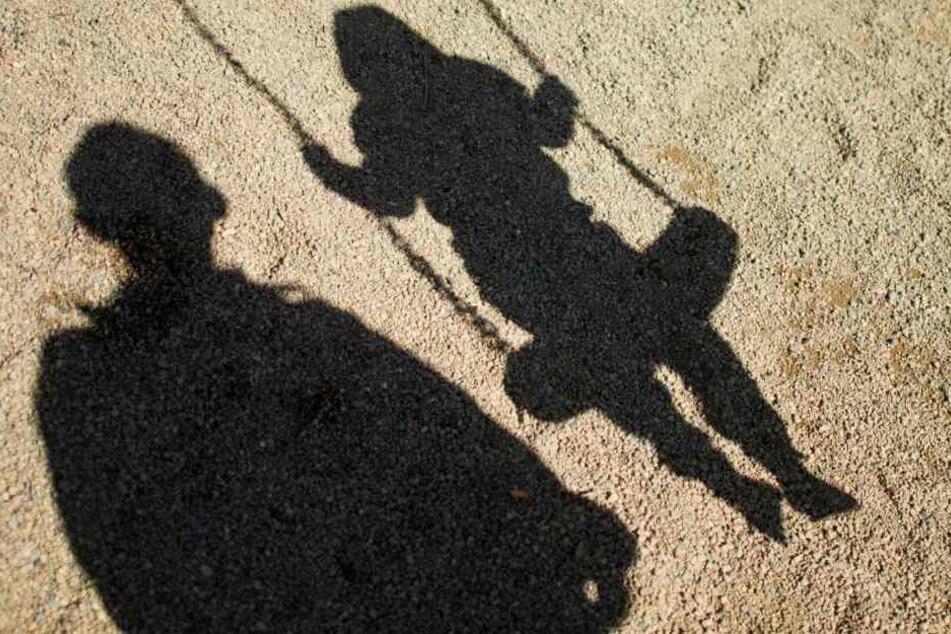 Der Unbekannte Mann wollte den Moment nutzen, als das Kind alleine war. (Symbolbild)