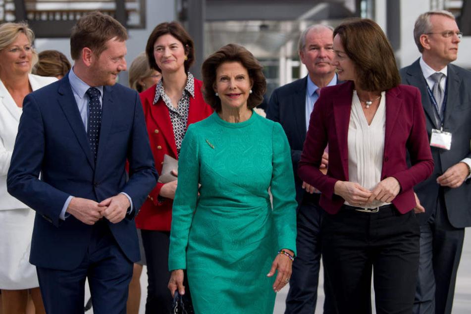 Sachsens Ministerpräsident Michael Kretschmer (43, CDU), Königin Silvia von Schweden (74) und Bundesjustizministern Katarina Barley (49, SPD, v.l.) bei der Eröffnung des Juristentages in Leipzig.