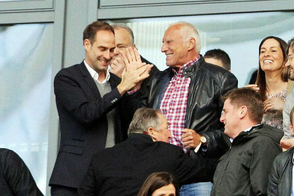 RB Leipzigs Vorstandsvorsitzender Oliver Mintzlaff (l.) und Red-Bull-Mäzen Dietrich Mateschitz freuen sich über den in Brasilien ausgehandelten Deal.