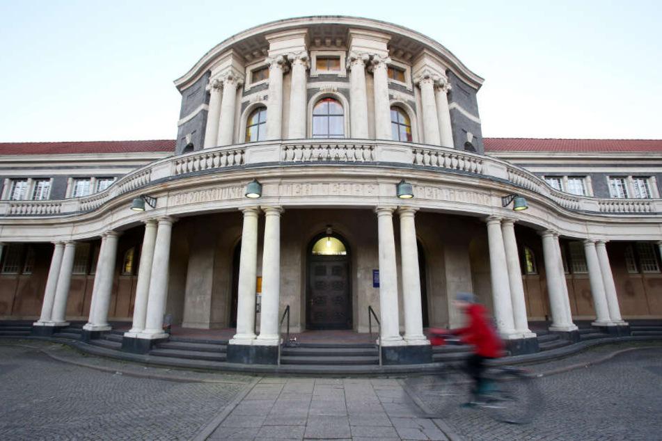 Die Universität Hamburg musste nach einer Bombendrohung geräumt werden. (Symbolbild)