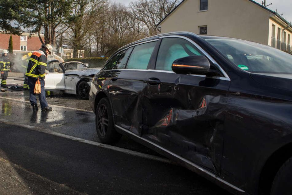 Die Spuren des Unfalls waren auch am zweiten beteiligten Fahrzeug zu erkennen.