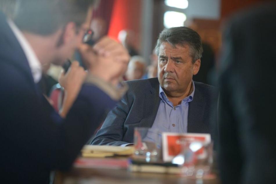 Sigmar Gabriel beim Gespräch im Ballhaus Watzke.