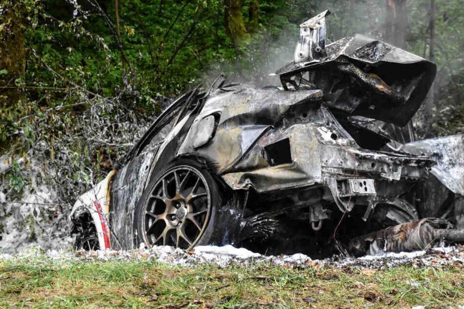 Zwei Menschen starben in dem Subaru.