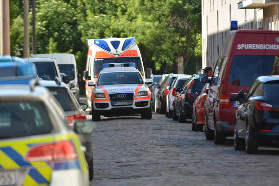 Gegen 8 Uhr rückten Polizei, Kripo und Krankenwagen in Magdeburg-Fermersleben an.