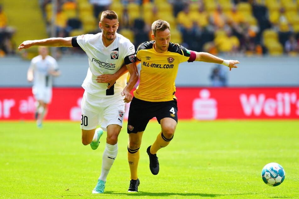 Kantenduell: Dynamos Innenverteidigung um Tim Knipping (28, r.) hatte den gebürtigen Dresdner und FCI-Stürmer Stefan Kutschke (32) gut im Griff.
