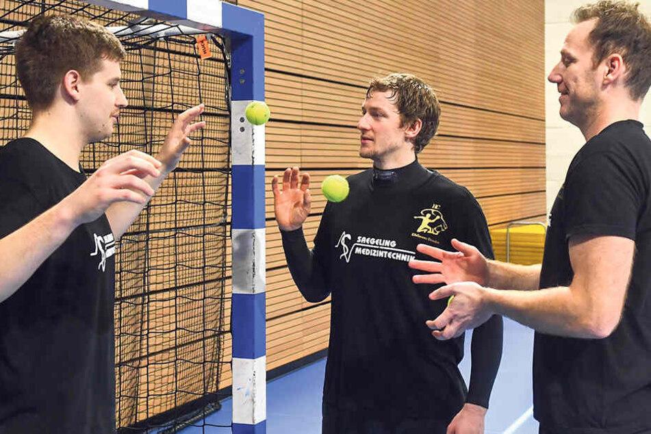 Schnelle Reaktion ist gefordert,wenn im Training aus kurzer Distanzdie Tennisbälle fliegen.