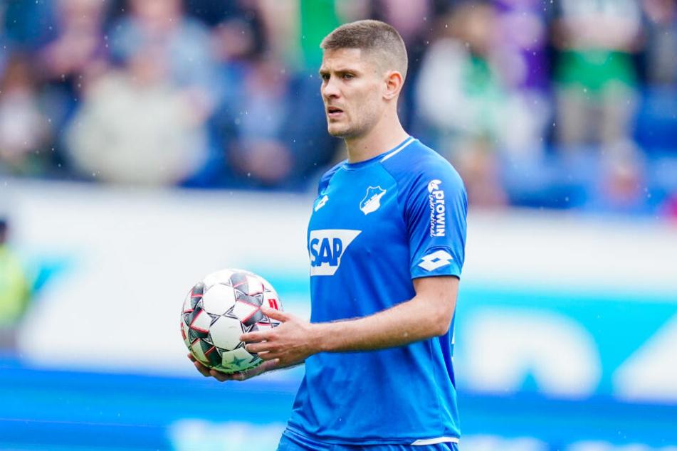 Auch Stürmer Andrej Kramarić, um den es zuletzt Wechselgerüchte gegeben hatte, stand zum Trainingsauftakt auf dem Platz. (Archivbild)