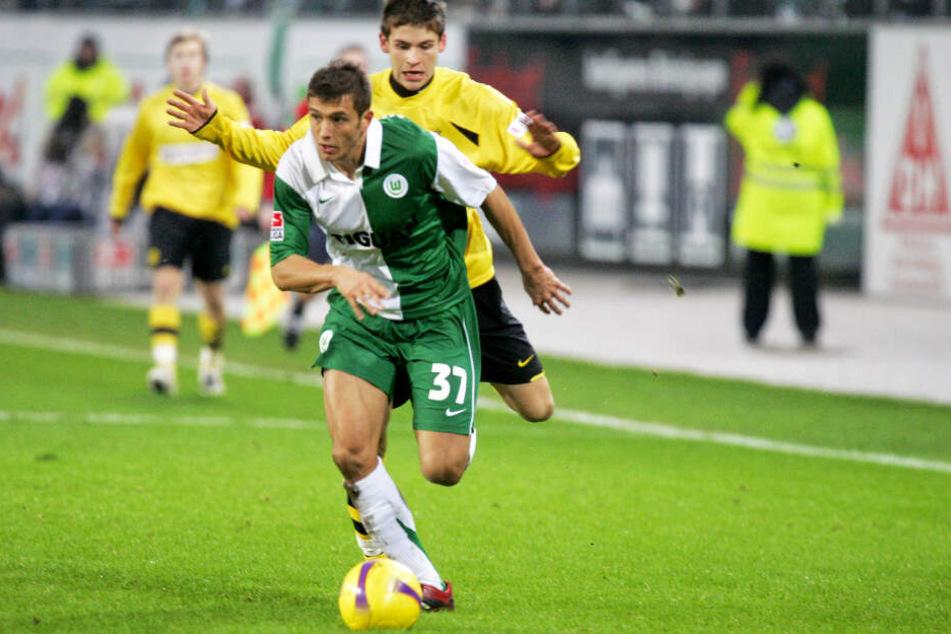 Sergej Karimov (vorne) wurde 2009 mit dem VfL Wolfsburg Deutscher Meister. In der 1. Bundesliga kam er fünf Mal für die Wölfe zum Einsatz.